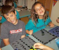 Students make a tapa print during an indoor activity. (PHOTO COURTESY OF PARKER FOR NHN)